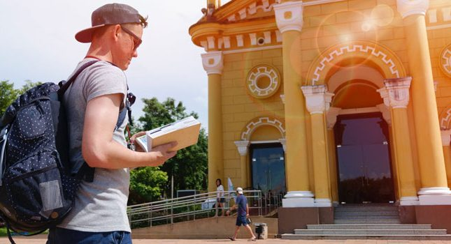 How to Become a Local Tour Guide & 5 Companies Currently Hiring